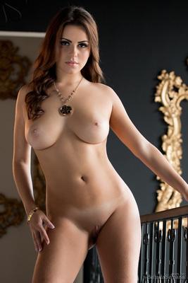 Sexy Latina Izabella Morales Via Bella Club - 03