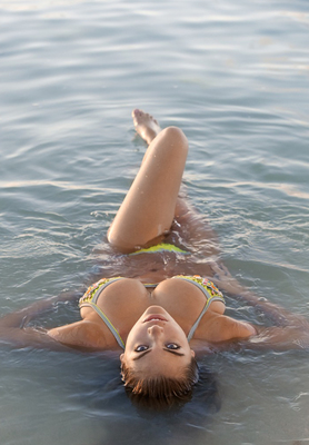 Newest Kate Upton Swimsuit Pictures - 11