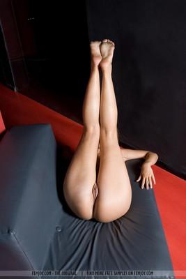 Blonde Sarah Spreads Legs - 12