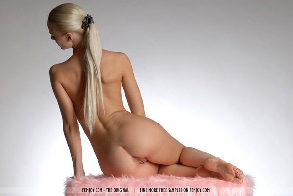 SuperHot Blonde With Shaven Pussy - 06
