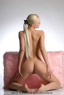 SuperHot Blonde With Shaven Pussy - 08