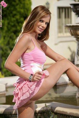 Sizzlin Babe In Garden - 00