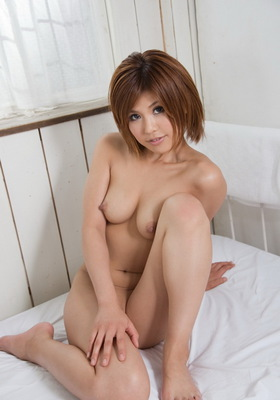 Beautiful Japanese av idol Pine Shizuku shows off her sexy body - 05