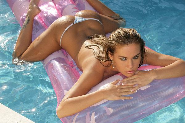 Sweet And Yummy Verunka In The Pool - 01
