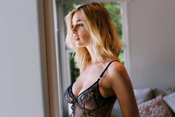Natural Busty Beauty Elizabeth Turner - 05