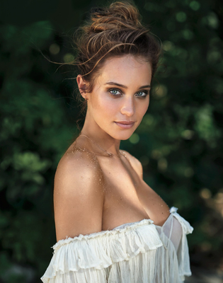 New Pictures Of Sexy Mainstream Model Hannah Davis - 02