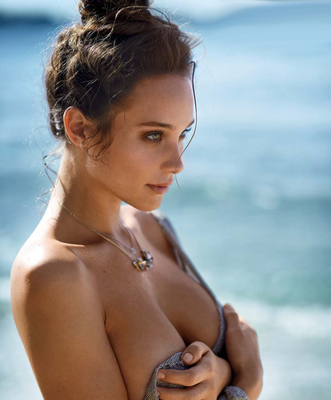 New Pictures Of Sexy Mainstream Model Hannah Davis - 04