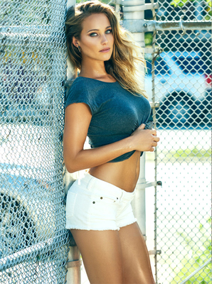 New Pictures Of Sexy Mainstream Model Hannah Davis - 05