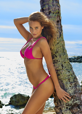 New Pictures Of Sexy Mainstream Model Hannah Davis - 14