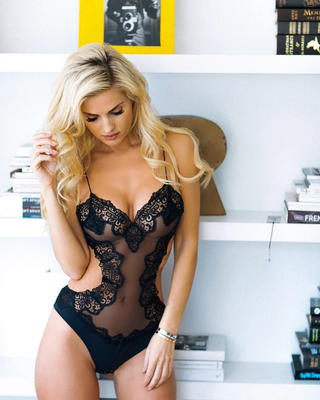 Busty Ukrainian Blondie Leanna Bartlett - 07