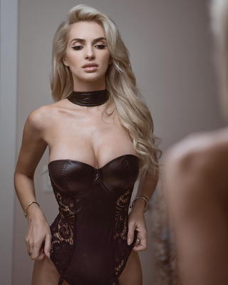 Busty Ukrainian Blondie Leanna Bartlett - 08