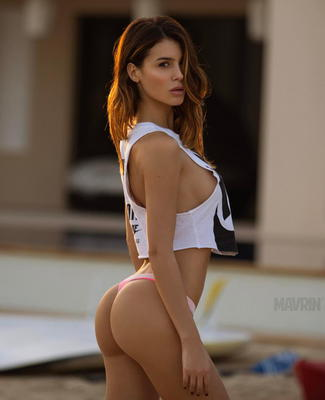 Lovely Glam Model Silvia Caruso - 08