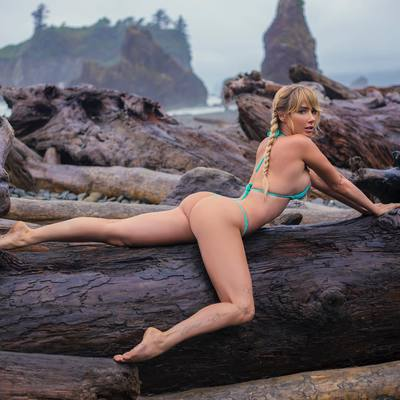 Sara Jean Underwood Around The World - 05