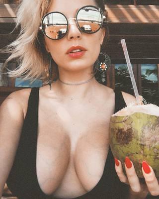 Busty Instagram Hottie Caroline Vreeland - 00