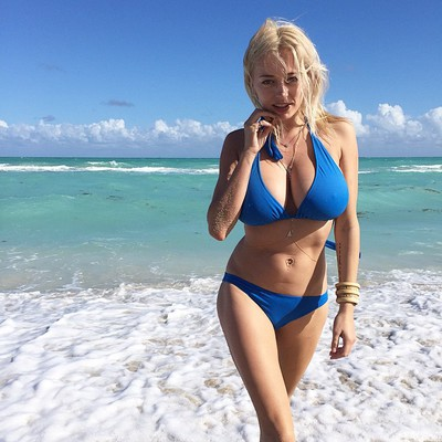 Busty Instagram Hottie Caroline Vreeland - 12