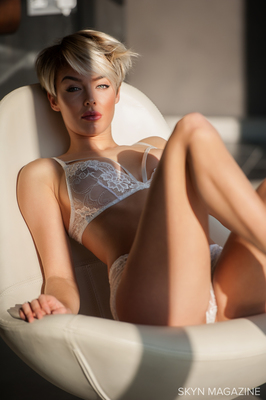 Rosie Robinson Is Even Hotter As A Blondie - 00