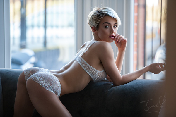 Rosie Robinson Is Even Hotter As A Blondie - 14