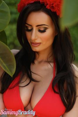 Busty Brunette Sammy Braddy Garden Of Eden - 10