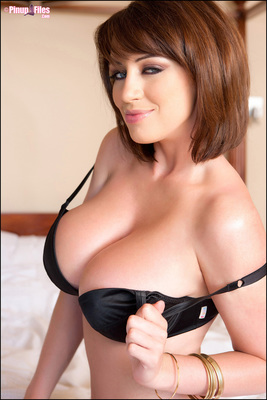 Sophie Howard Teasing In Bed via PinupFiles - 04