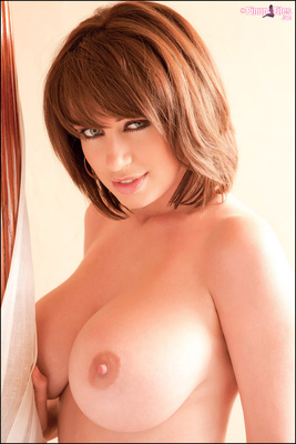Sophie Howard Teasing In Bed via PinupFiles - 11