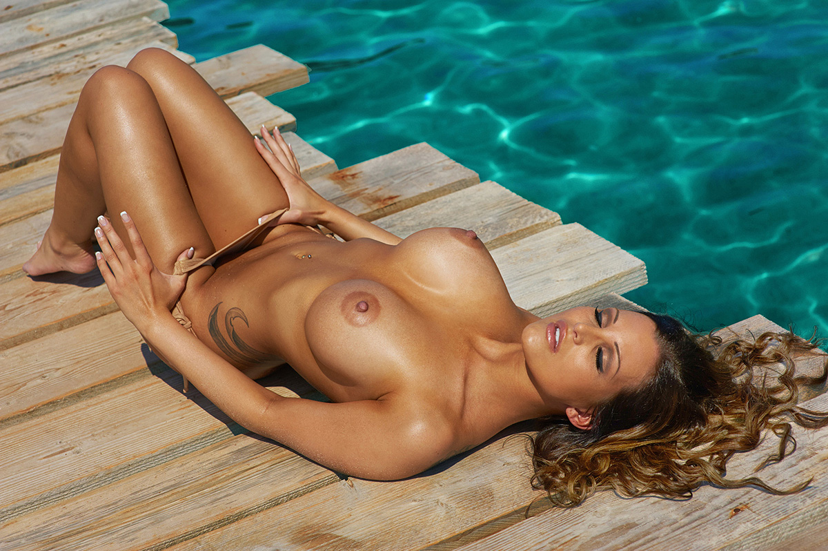 helen-nude-beach