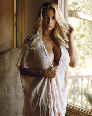 Best Of Busty Playmate Lindsey Pelas 2016 - 04