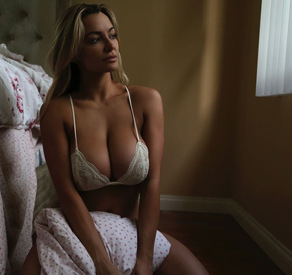 Best Of Busty Playmate Lindsey Pelas 2016 - 10