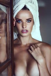 Busty Mainstream Beauty Kahili Blundell