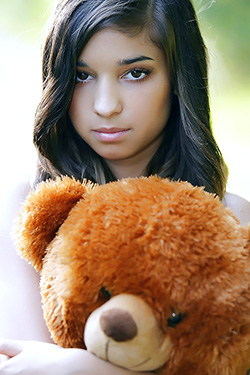 Nika Barely Legal Teen Oudtoor Naked With Bear For Watch4Beauty
