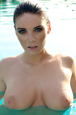 Emma Leigh Cute Freckles For This Is Glamour