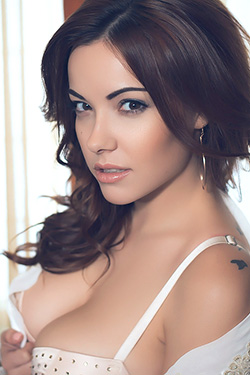 Gorgeous Busty Beauty Elizabeth Marxs For Playboy