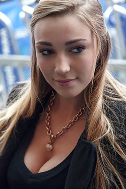 Kendra Sunderland At The Airport For Zishy