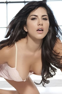 Sunny Leone Posing In Sexy Lingerie